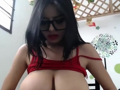 Gorgeous Latina Milker