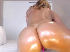 Jess Ryan Twerks Her Big Oiled Ass