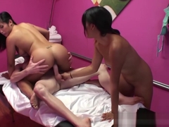 Happy Tugs - Mia Li Angelina Chung Flynt Dominick - Hard At