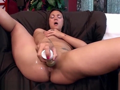 Olivia Wilder drills her wet pussy with a vibrator