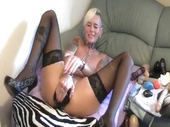 GRANDMA GILF DOES A HUGE BUTTPLUG IN HER ASS
