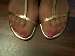 LISA'S STRONG , SEXY FEET IN SANDALS