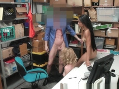 Shoplifter jizzed in 3way