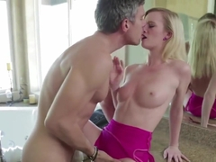 Skylar Green Gets Her Cunt Penetrated