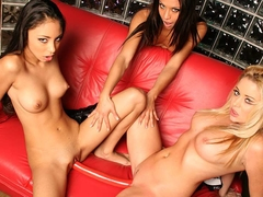 Alexis Love And Jayna Oso In Threesome With A Beauty - Upox