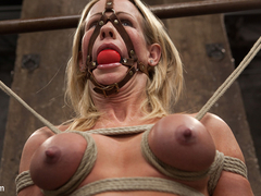Simone Sonay in Muscular Milf Simone Sonay Pounded With Pleasure - HogTied