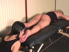 Tia Tanaka worships Amy Brooke