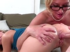 Tight stepdaughter Jessa Rhodes has sex with her stepmom Jennier Best
