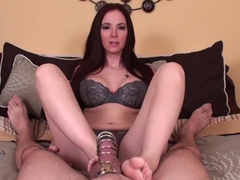 Jessica Rayne gives footjob