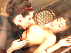 Paige Turnah and Alyssa Divine lesbian action