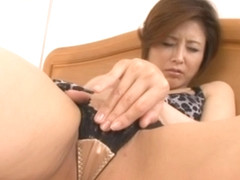 Satsuki Kirioka Mature Japanese chick is a model