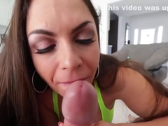 Meaty Slut Marta La Croft Gives an Assjob