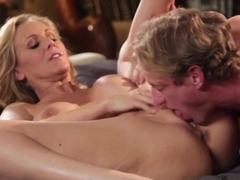 Horny cougar Julia Ann still has it