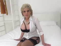 Cheating uk milf lady sonia shows off her huge tits