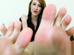 You Must Smell Kendra James Very Sweaty, Smelly, Pale Feet!