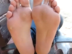 Sexy soles and toenails from smelly flats