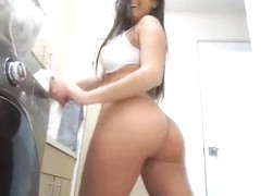 Laundry room quickie with bigtit gf