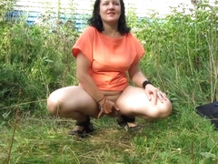Walk with dildo in pussy. pissing. (Interesting clips))
