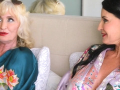 In bed with Leah L'Amour and Rita Daniels - 60PlusMilfs