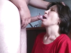 Mature whore cooking in the kitchen and gets rough deepthroat with cumshot