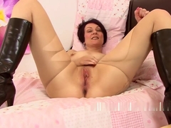 Penny Brooks pleasures her wet pussy with her fingers