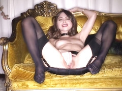 Stunning Solo Hoe Spreads Her Close Up Cunt With A Speculum