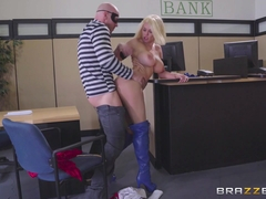 Peta Jensen & Johnny Sins in Power Rack: A XXX Parody - Brazzers