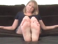 Foot-tease (Goddess Michelle)