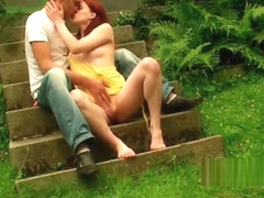 Amateutr couple fucking outdoors in the yard