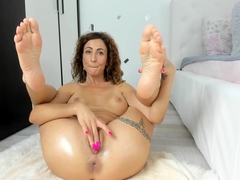 hot milf fucks her perfect pussy