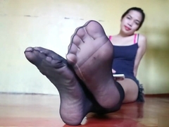 Awsome nylon black toes spread teaser