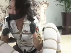 Chinese policewomen trapped and kidnapped 03