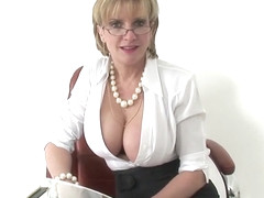 Cheating english milf lady sonia reveals her big breasts