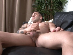 Inked amateur soldier wanking his lubed dong