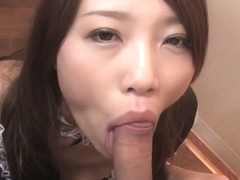 Aoi Yuki sucks of her customers after serving them