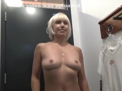 Blonde no panties in the sports store fucks her pussy in the fitting room