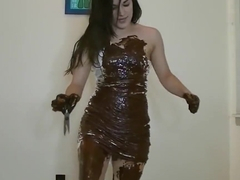 Nerea – Wreck That Dress (destroying white dress with oil and chocolate)